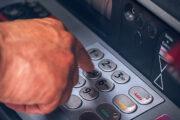Юрист рассказал опопулярных способах обмана россиян спомощью банкоматов